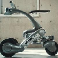 日本开发出可变形为摩托车的伙伴机器人